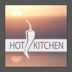 Motiv Chili und Text: Hot Kitchen auf Fensterfolie